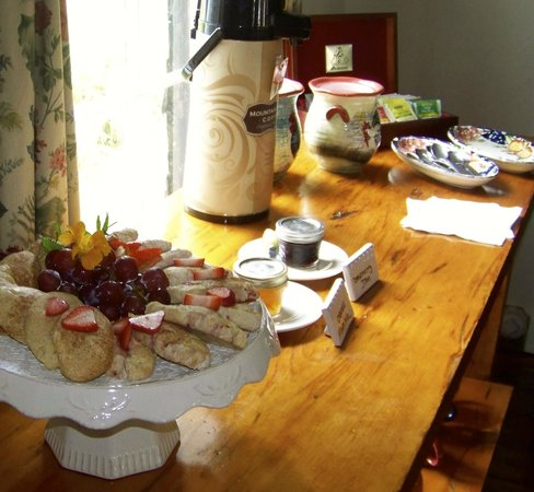 Dowds' Country Inn: Afternoon Tea - Homemade Scones and Assorted Teas Everyday