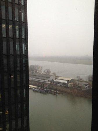Hyatt Regency Dusseldorf:                   Aussicht