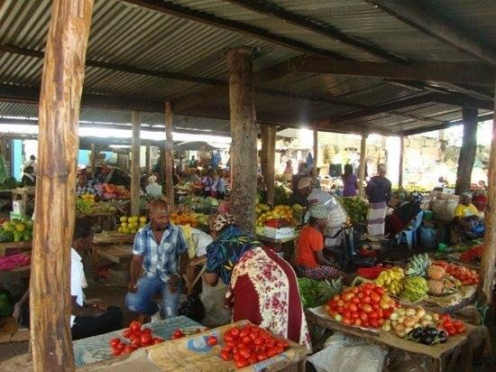 Areia Branca Lodge:                   amazing market in Inhambane