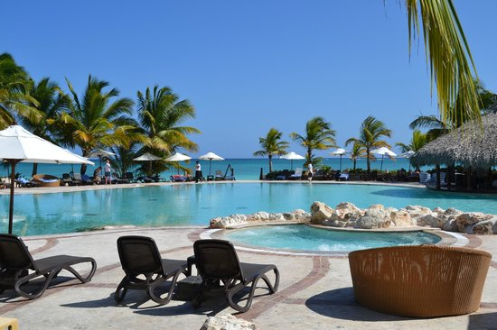 Sanctuary Cap Cana by AlSol:                   Dinning on top pool near by.