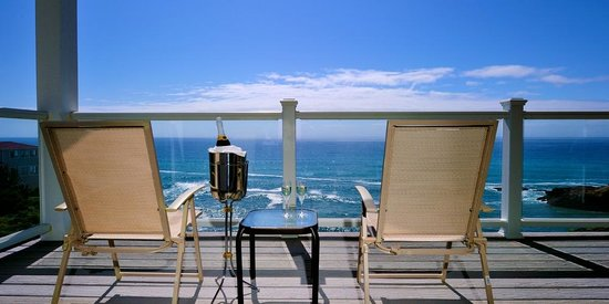 Spyglass Inn at Shelter Cove: Every suite has a deck or patio facing the ocean