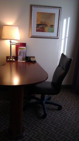 La Quinta Inn & Suites Lawton / Fort Sill:                                     Desk