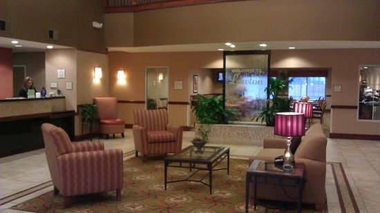La Quinta Inn & Suites Lawton / Fort Sill:                                     Hotel entry