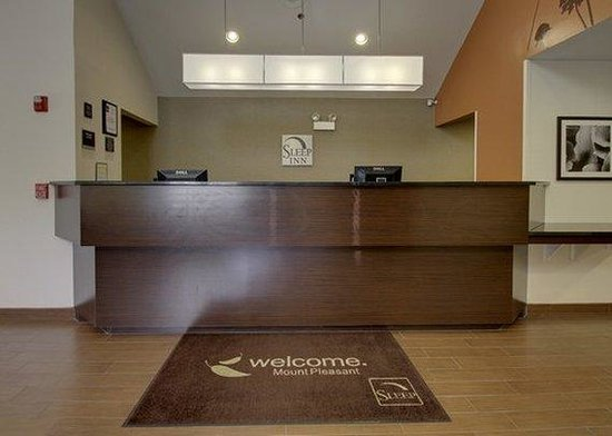 Sleep Inn Mount Pleasant: Front Desk