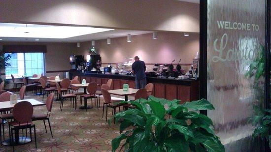 La Quinta Inn & Suites Lawton / Fort Sill:                                     Breakfast Dining area