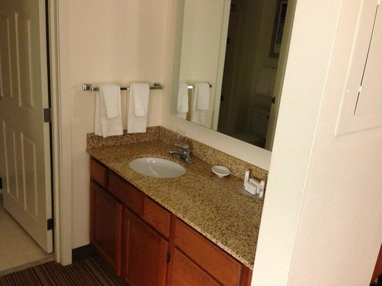 Residence Inn New Orleans Metairie:                   Bathroom