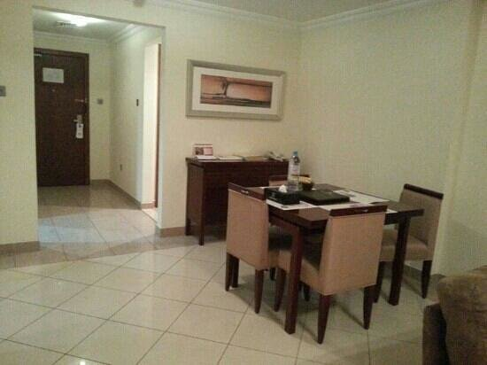 Rose Garden Hotel Apartments - Bur Dubai:                   dining table