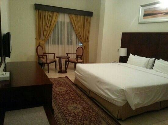 Rose Garden Hotel Apartments - Bur Dubai:                   big size bedroom
