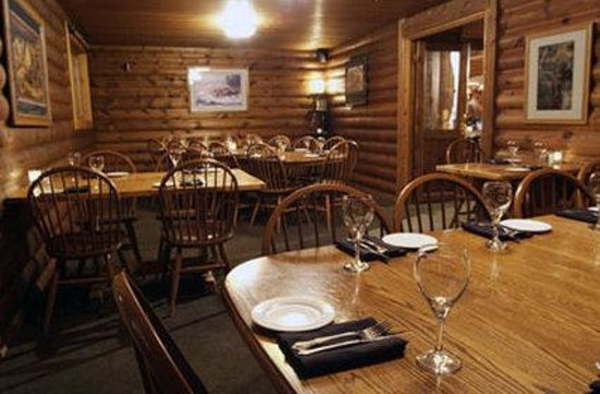 Buck's T-4 Lodge: Interior