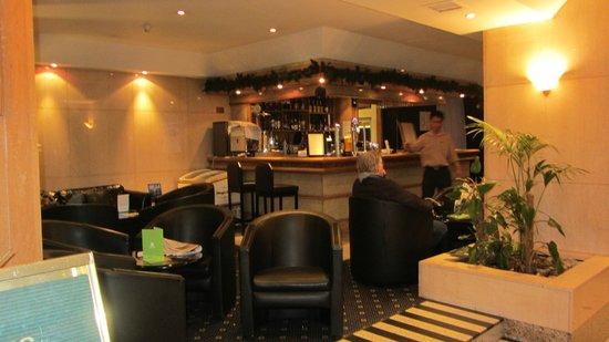 Holiday Inn Oxford Circus:                   bar