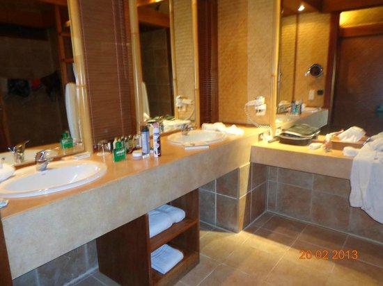 InterContinental Moorea Resort & Spa:                   Taille généreuse et bonne diposition pour la salle de bains