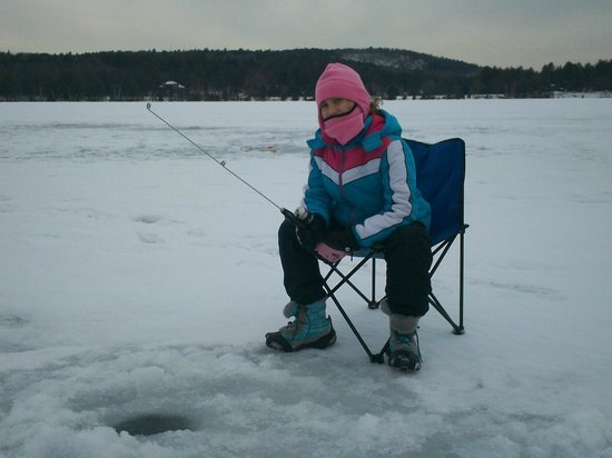 ‪‪Lazy E Motor Inn‬:                                     Ice Fishing at the Lazy E