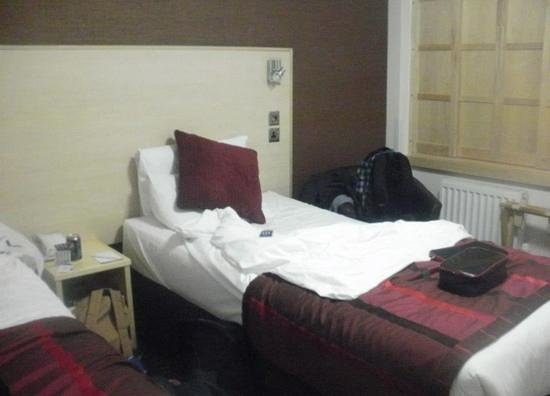 Strand Palace Hotel:                   Room