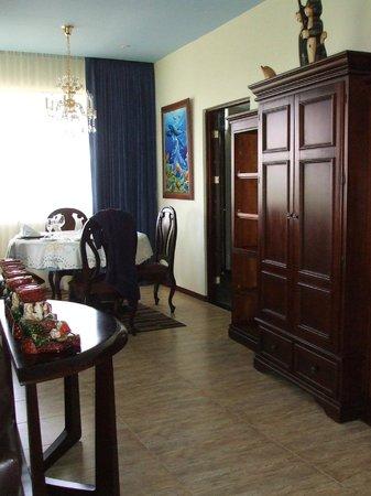 La Mansion Inn:                   Penthouse Suite!