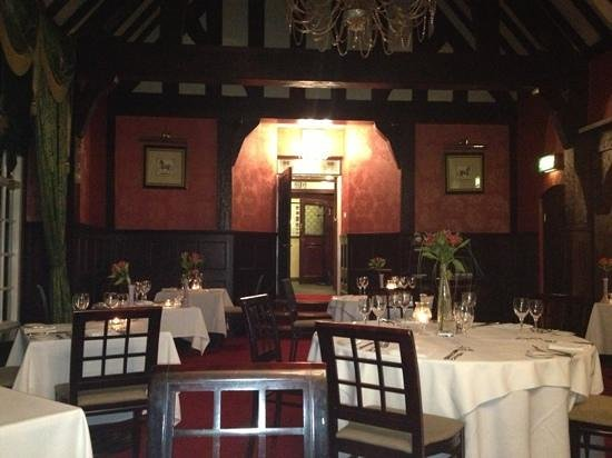 Mere Court Hotel And Conference Centre:                   beautiful dining room