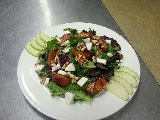 The Clubhouse Restaurant: grilled peach salad