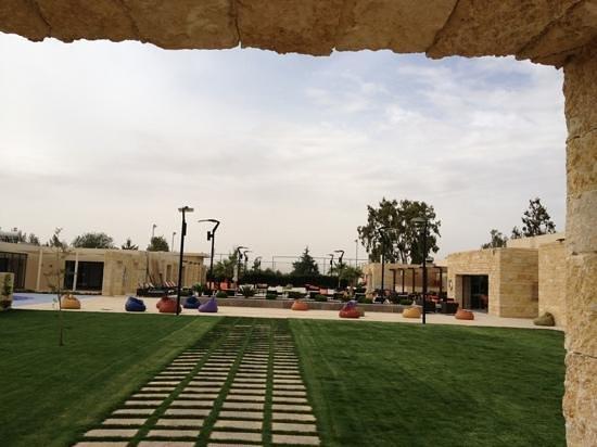 Amman Airport Hotel:                   المسبح المكشوف