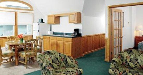 Ocracoke Harbor Inn: Suite