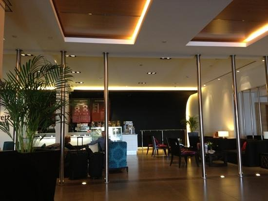Amman Airport Hotel:                   the looby