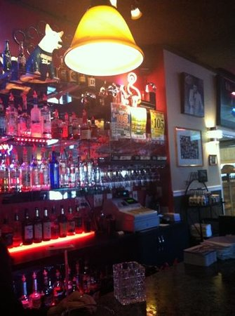 Cinola Restaurant & Lounge:                                     The bar