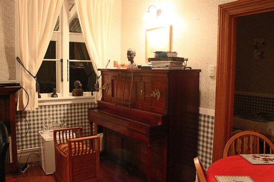Kauri Villas:                   Piano in guest suite