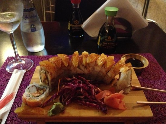 Roll picture of gold fish sushi caracas tripadvisor for Where to buy fish for sushi