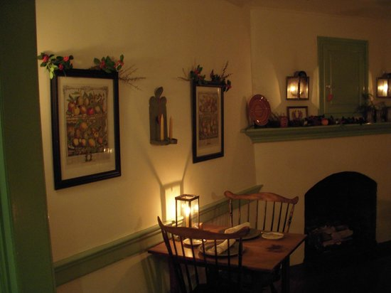 The Tavern in Old Salem: candlelight dinner
