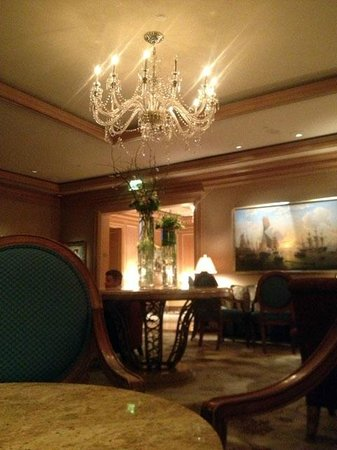 The Ritz-Carlton, Cleveland:                   Lounge