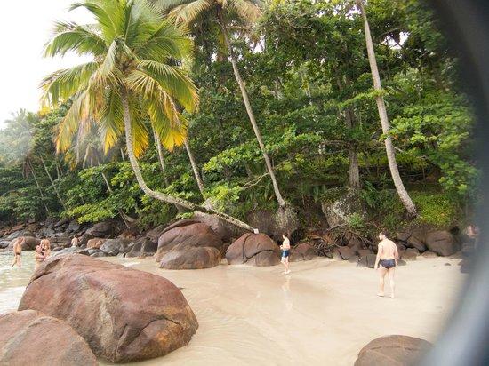 Aventureiro Beach :                   Playa Aventureiro