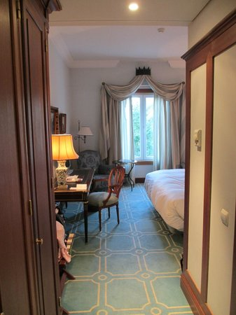 Pestana Palace Lisboa Hotel & National Monument:                   room from door