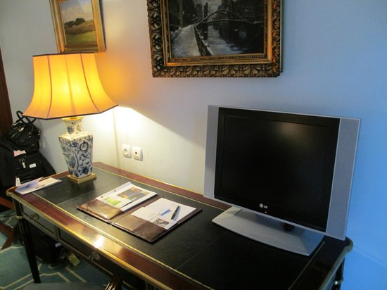 Pestana Palace Lisboa Hotel & National Monument:                   small TV monitor on desk
