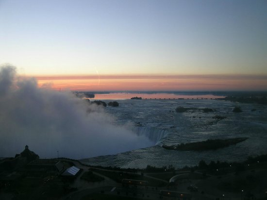 Niagara Falls Marriott Fallsview Hotel & Spa:                   Vista al mattino presto