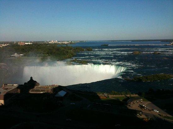 Marriott Niagara Falls Fallsview Hotel & Spa:                   Cascate di pomeriggio La foto non rende giustizia