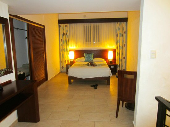 Grand Paradise Playa Dorada:                   1st room