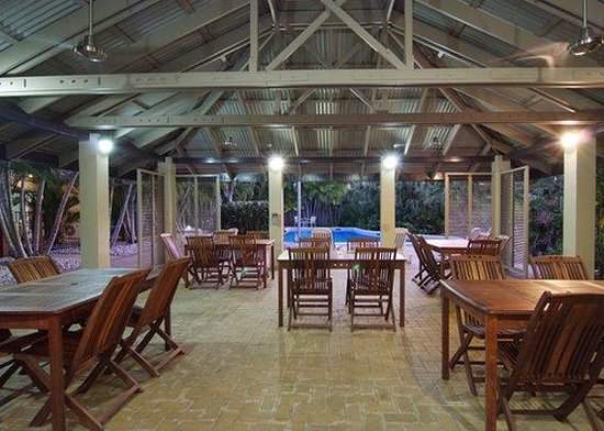 Trinity Beach Club Holiday Apartments : Outdoor Dining