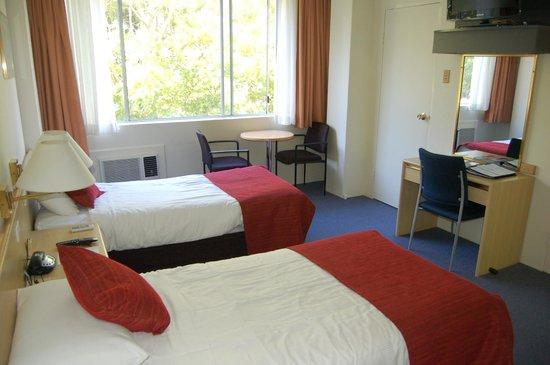 โรงแรมเดอเวียร์:                   Twin Room