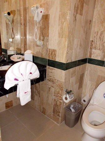 Grand Bahia Principe Cayacoa:                   Lille badeværelse
