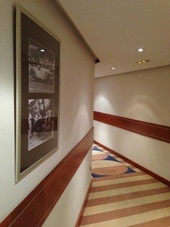 TRYP Valencia Azafata Hotel:                   corridor leading to rooms