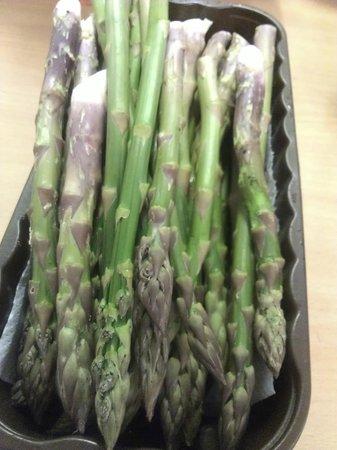 Lemon Tree Cafe & Bistro: locally grown asparagus