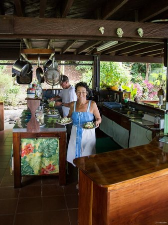 Saladero Eco Lodge:                   Susan and Harvey in the kitchen at lunch