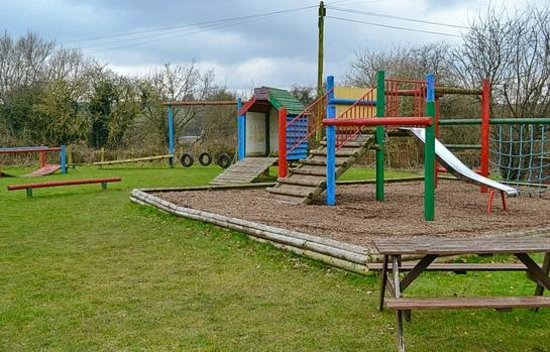 Leigh Arms:                   Childrens play area