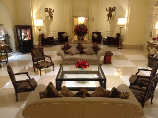 Hotel Eden - Dorchester Collection:                   Hotel lobby
