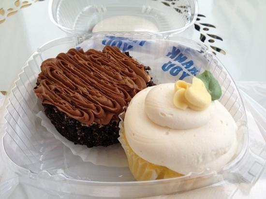 Patty Cakes Bakery:                   Delicious Lemon Cupcake