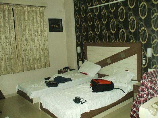 Treebo Rockwell Plaza:                   Comfortable Bedroom