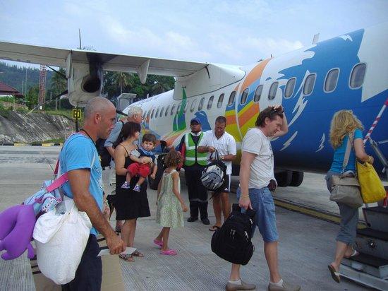 First Bungalow Beach Resort:                   Indenrigs fly fra phuket, Bangkok air