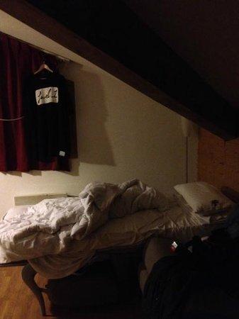 Hameau des Eaux d'Orelle:                                                       Z bed in open plan lounge