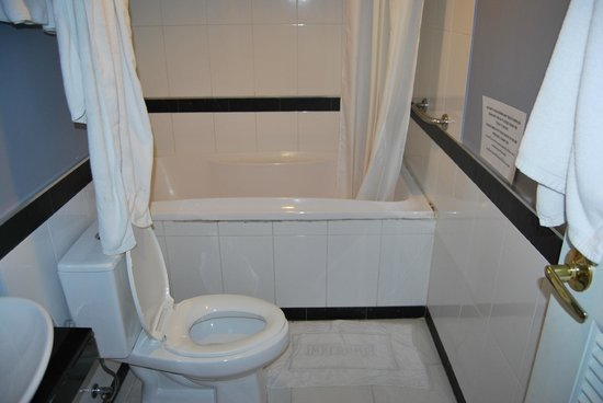 Vista Residence Bangkok:                   bathroom
