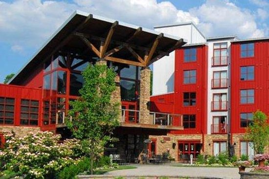 Bear Creek Mountain Resort: Mountainside Courtyard
