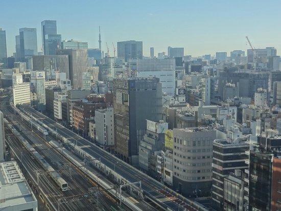 ไดอิชิ โฮเต็ล โตเกียว:                   train track