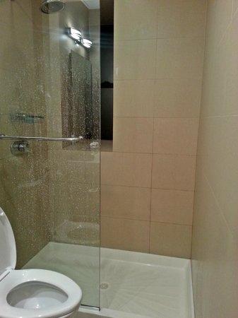 The MAve Hotel:                   Mini Banheiro
